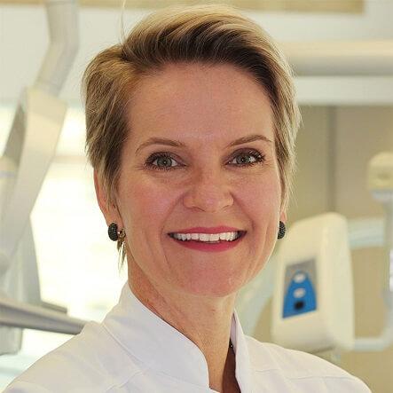 Dra. Adriana Traczinski