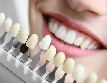 Facetas Cerâmicas e/ou Lentes de Contato para Dentes