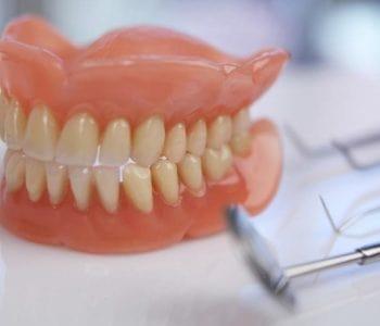 Próteses Dentárias em Curitiba (Fixas e Removíveis)